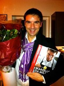 Marcello Passalia_con_il_suo_libro