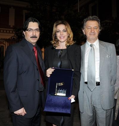 BAFF - Claudia Gerini Premio Migliore Attrice - con Dario Bordet e Alessandro Trani di Milano 24orenews