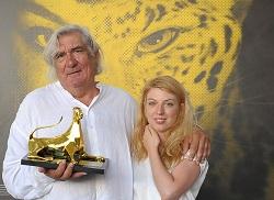 Pardo d'oro al film LA FILLE DE NULLE PART Jean-Claude Brisseau con l'attrice Virginie Legeay