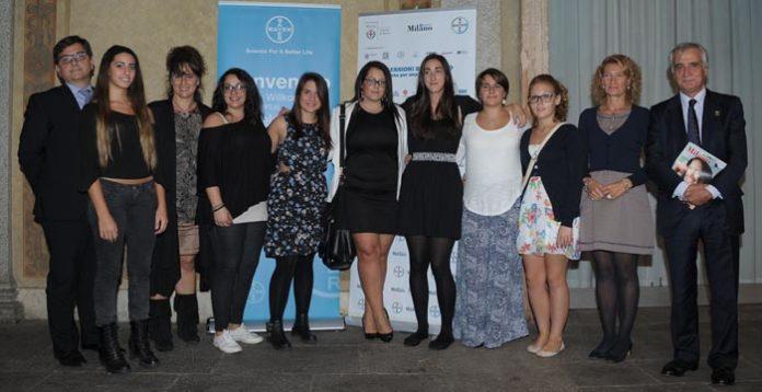I relatori con le studentesse del Liceo Gaetana Agnesi e la loro insegnante