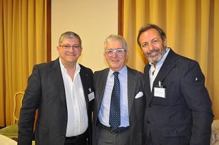 I due premiati con la centro il giornalista Fabio Raffaelli di Editutto