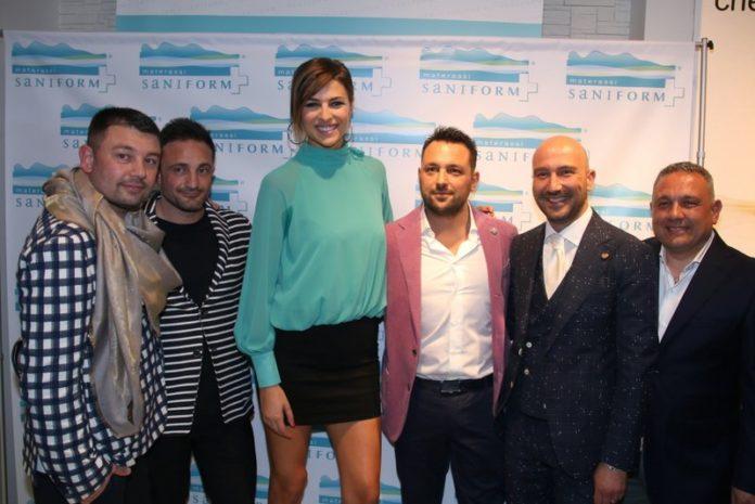 Cristina Chiabotto con i proprietari Saniform
