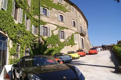 Sosta del Legend Tour a Castagneto Carducci nel castello della Gherardesca
