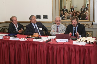 tavolo relatori e assessore MAJORINO