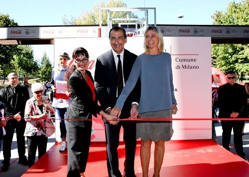 Stoitchkova - Sala - Guaineri 1 Inaugurazione 1 playground coperto Milano - Coca