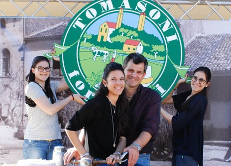 Moreno-Tomasoni-con-le-figlie-Eva-Elena-Laura