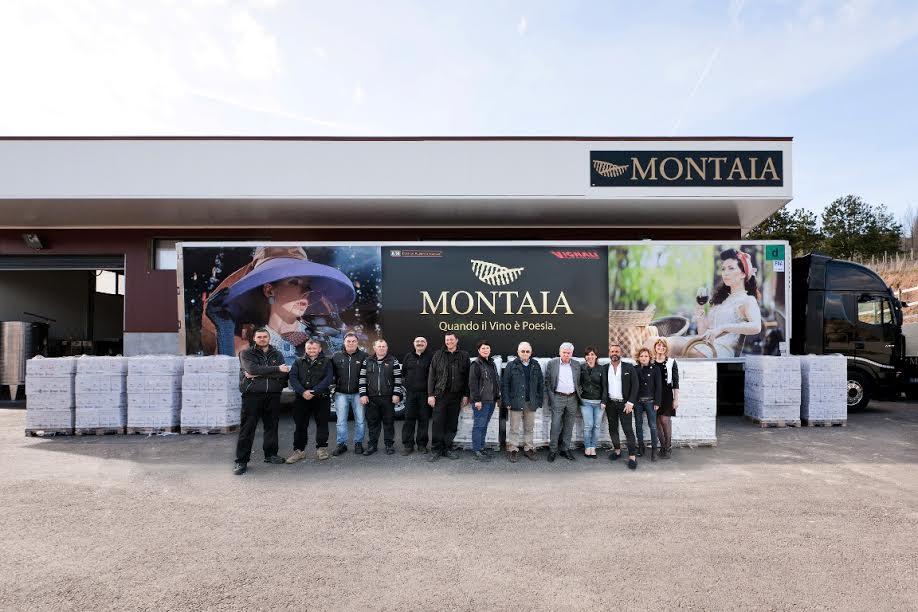Foto-Gruppo-Montaia-con-le-bottiglie-in-partenza