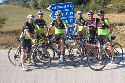 Nicolangelo Zoppo con altri appassionati delle bici in Molise