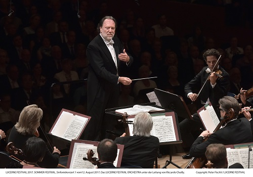 Riccardo Chailly e Lucerne Festival Orchestra credit PETER FISCHLI