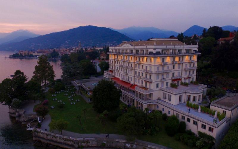 Majestic Grand Hotel in notturna
