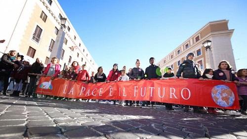Pace - SantEgidio - in tanti alla marcia fino a San Pietro