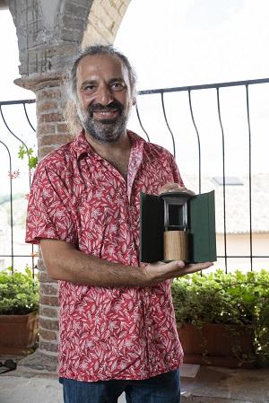 Stefano Bollani con il Premio Una Finestra sui 2 Mondi  Kim Mariani r