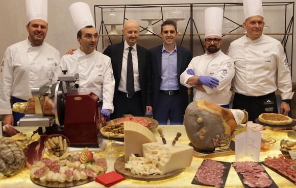 Chef Parma Quality Restaurants Enrico Bergonzi Cristiano Casa e il Sindaco Federico Pizzarott