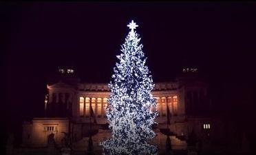 Lalbero di Natale di Roma torna a Piazza Venezia