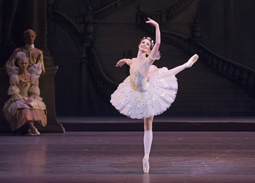 Lauren Cuthbertson as Princess Aurora and artists of The Royal Ballet in The Sleeping Beauty. ROH Tristram Kenton 2014