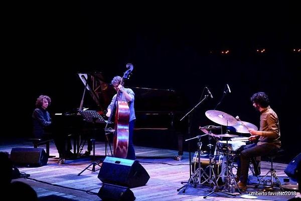 Oscar del Barba OX Trio