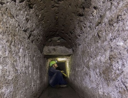Pompei - rete di cunicoli e canali che si dirama da una coppia di cisterne al di sotto del Foro