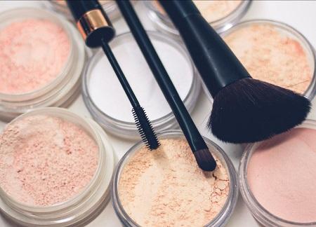 AIDECO consiglia come acquistare e conservare i prodotti di make-up