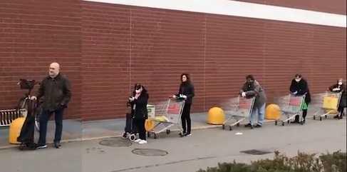 Coronavirus - code al supermercato