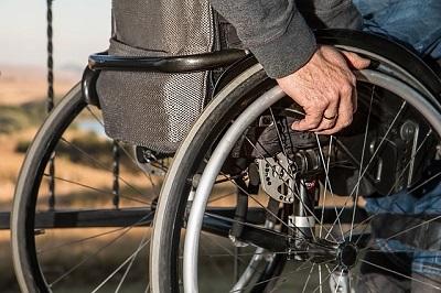 Coronavirus accesso privilegiato per anziani e portatori di handicap