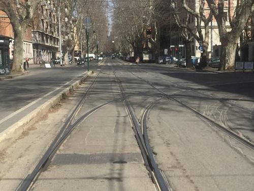 Roma - Viale Trastevere davanti al Ministero della Pubblica Istruzione - ore 12.45