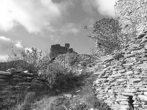 il castello dellAquila dArroscia