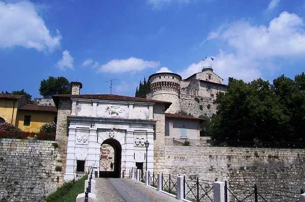 Castello di Brescia portale dingressoLuca Giarelli