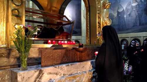 monastero Santa Rita da Cascia monache candele urna