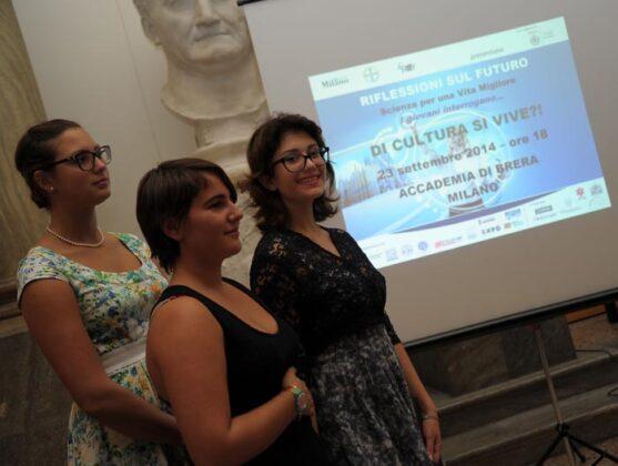 Francesca, Laura E Chiara Studentesse Del Liceo Gaetana Agnesi Di Milano