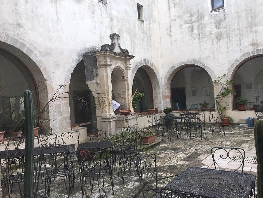 Chiostro del Convento dei Cappuccini a Mesagne Monastero del Terzo Millennio ISBEM 3