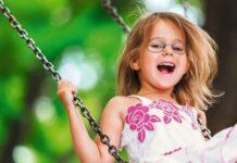 Bambina In Altalena