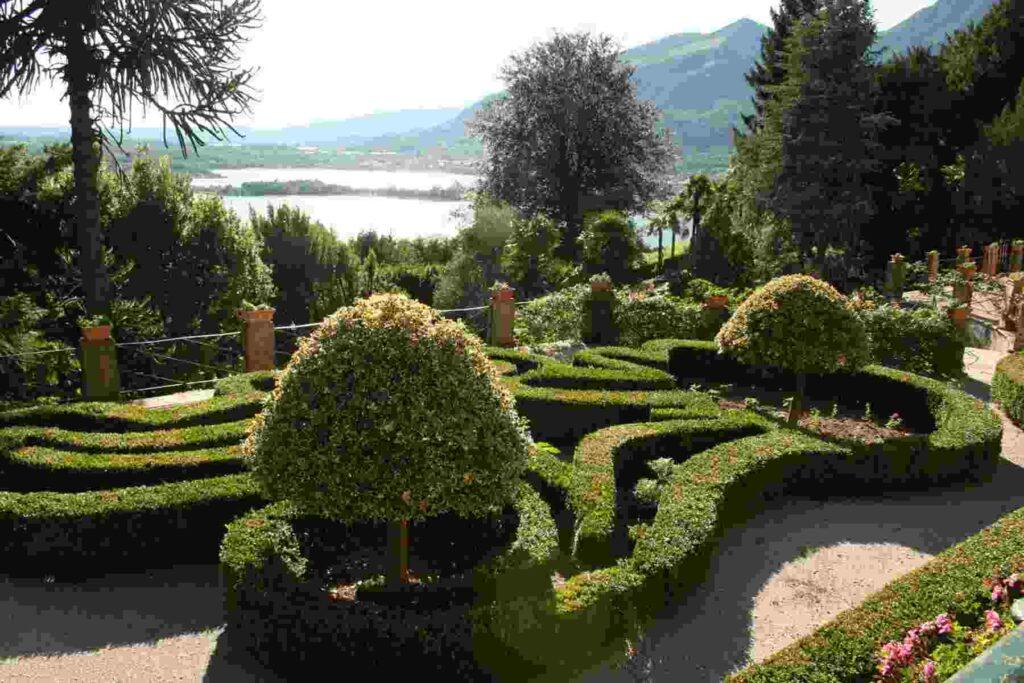 Galbiate Giardinidivillabertarelli Compressed
