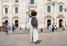 Cristina Gabetti, ambassador Dyson Italia, in Piazza Duomo a Milano