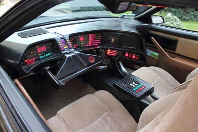 16 Autogianni Multiservice - riproduzione della leggendaria Kitt Supercar