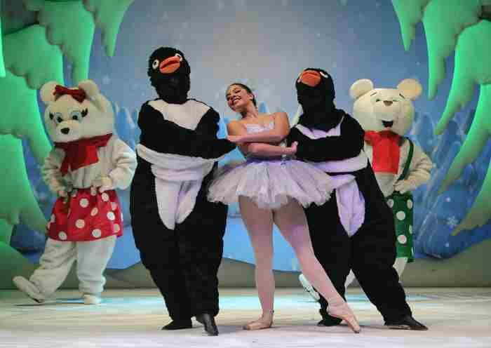CHRISTMASSHOW20a
