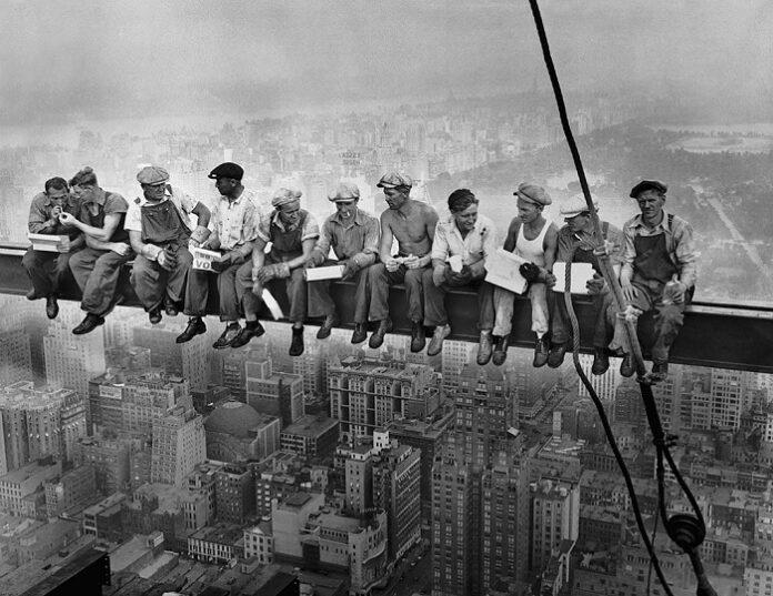 1024px Lunch atop a Skyscraper