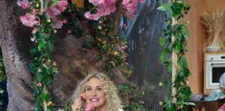 Antonella Clerici in altalena E sempre mezzogiorno