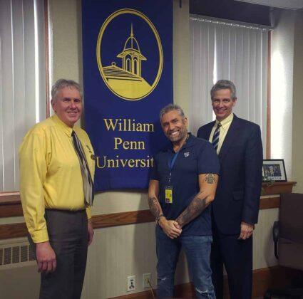 03 da sinistra John E. E. Ottosson Rettore della William Penn University, Max Leonida e Noel Stahle Vice Rettore della William Penn University