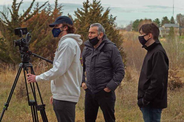 Max Leonida assieme ai suoi studenti, assistenti e collaboratori sul set
