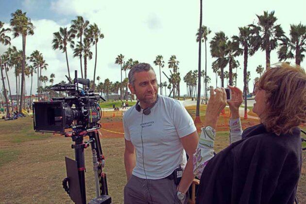 a Los Angeles Max Leonida con la giornalista Silvia Bizio sul set di Beauty in the Broken