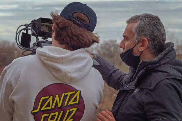 il regista Max Leonida assieme ai suoi studenti, assistenti e collaboratori sul set durante le riprese di un video promozionale