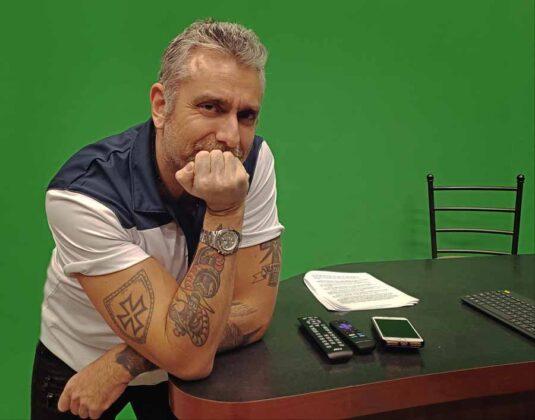 il regista Max Leonida in uno dei teatri di posa della Astarox Productions