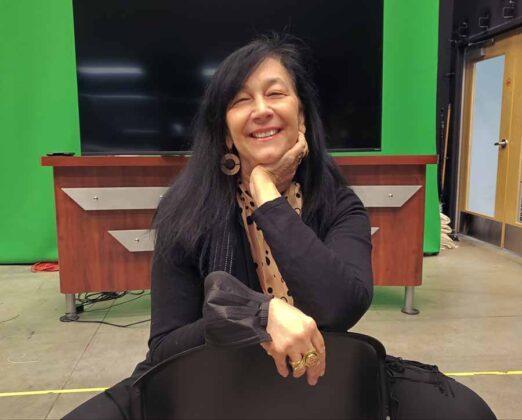 la produttrice Paola Cipollina seduta in uno dei teatri di posa della Astarox Productions