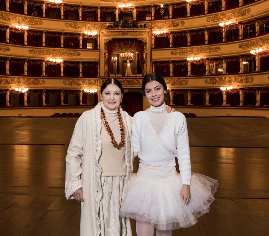 Carla Fracci alla Scala con Alessandra Carina Mastronardi
