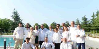 Roberta Candus ed alcuni degli chef presenti al Golf Club di Tolcinasco min