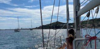ARE barca a vela Sun Odyssey 33.1 all'ancora per il bagno