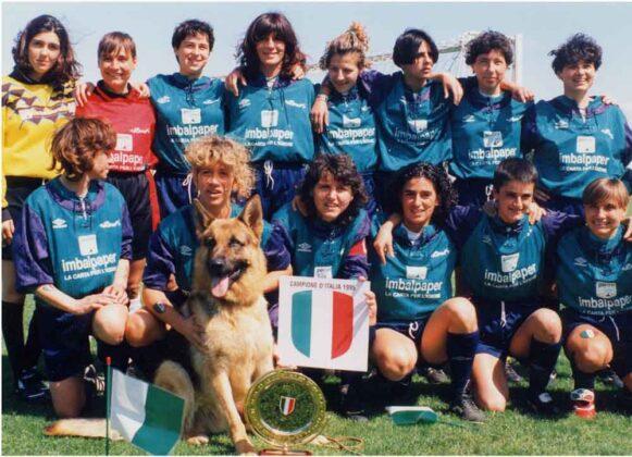 Gunther con Carolina Morace e l'Aglianese campione d'Italia