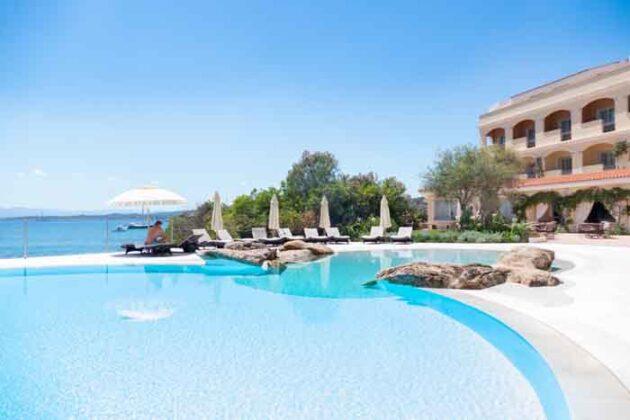 10 Infinity Pool Gabbiano Azzurro Sardegna
