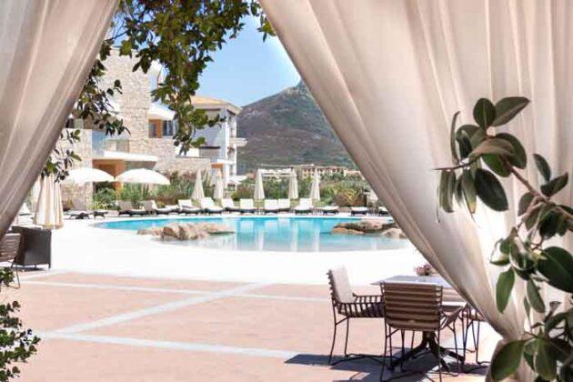 14 Infinity Pool Gabbiano Azzurro Sardegna