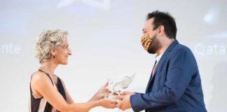 Giffoni Film Festiva 2021 Giuseppina Carnimeo, direttore Generale Cial, premia il regista Carlo Ballauri